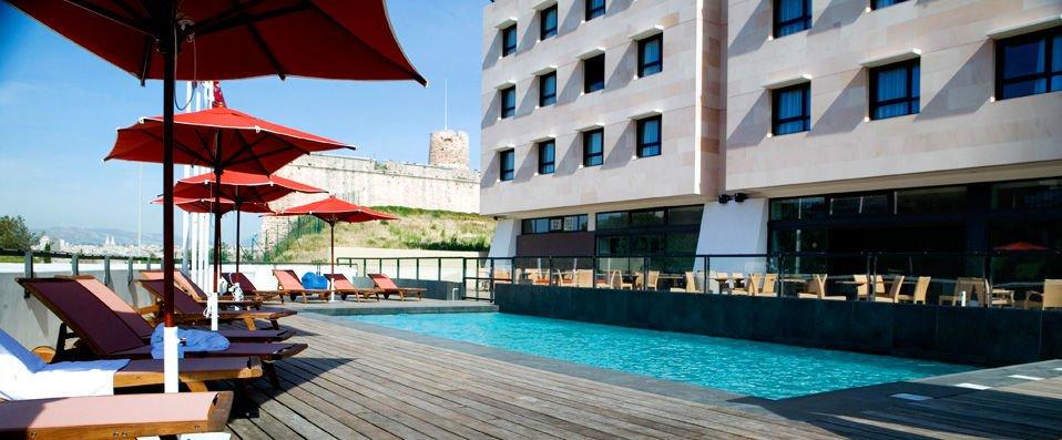 New_hotel_terrasse_piscine